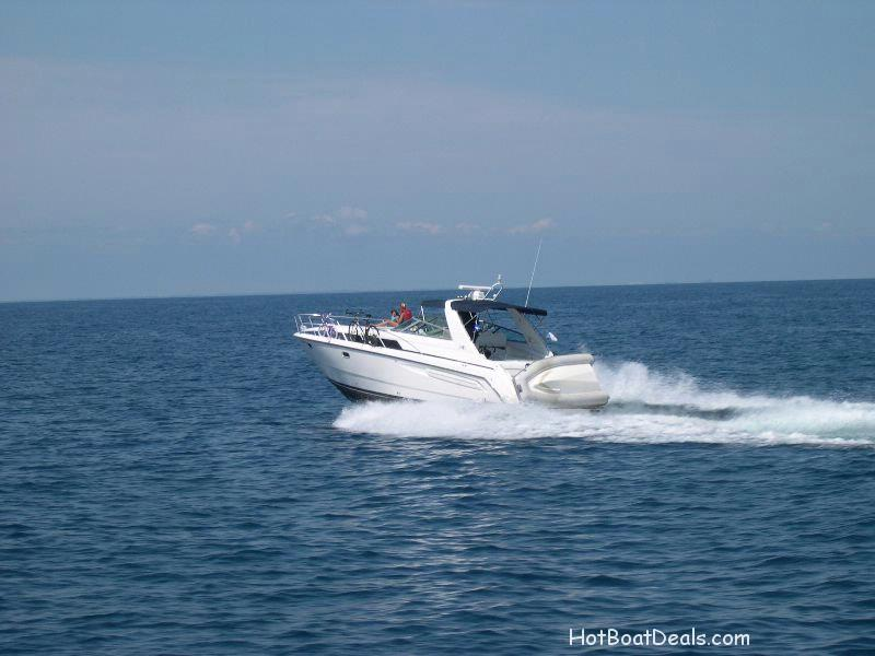 another great view of the 1998 Bayliner Avanti 4085!